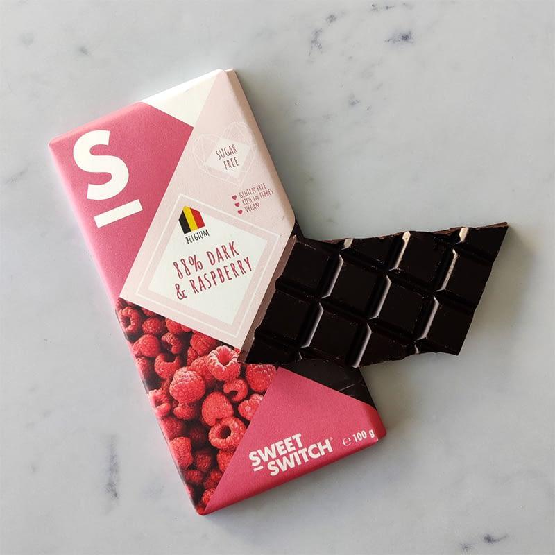 Belgiškas juodasis šokoladas su avietėmis, be cukraus ir glitimo, Sweet Switch (100g) | ifood.lt