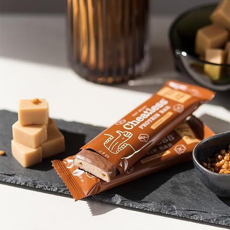 Baltyminis batonėlis su šokoladu, iriso skonio, be glitimo, Cheatless (45g) | ifood.lt